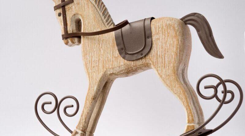 Сказка про лошадку-качалку, которая мечтала увидеть лето